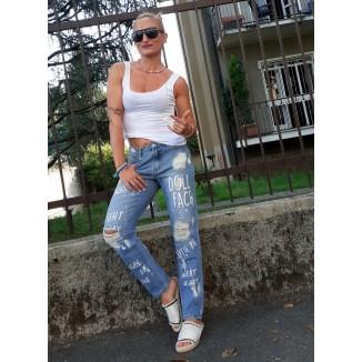 Jeans boy-friend con strappi e scritte | DollFace