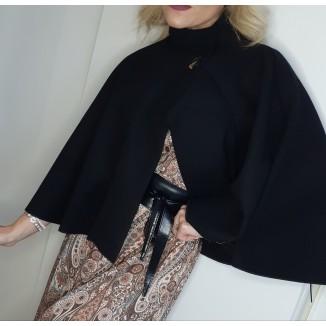Mantella nera in caldo panno | Beth