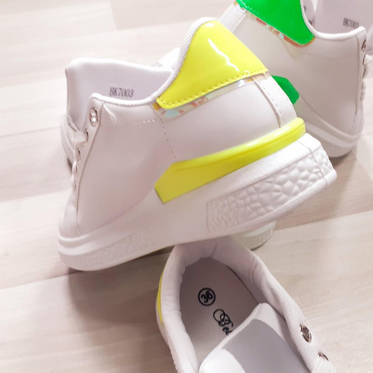 Sneakers con retro fluo | Fluo